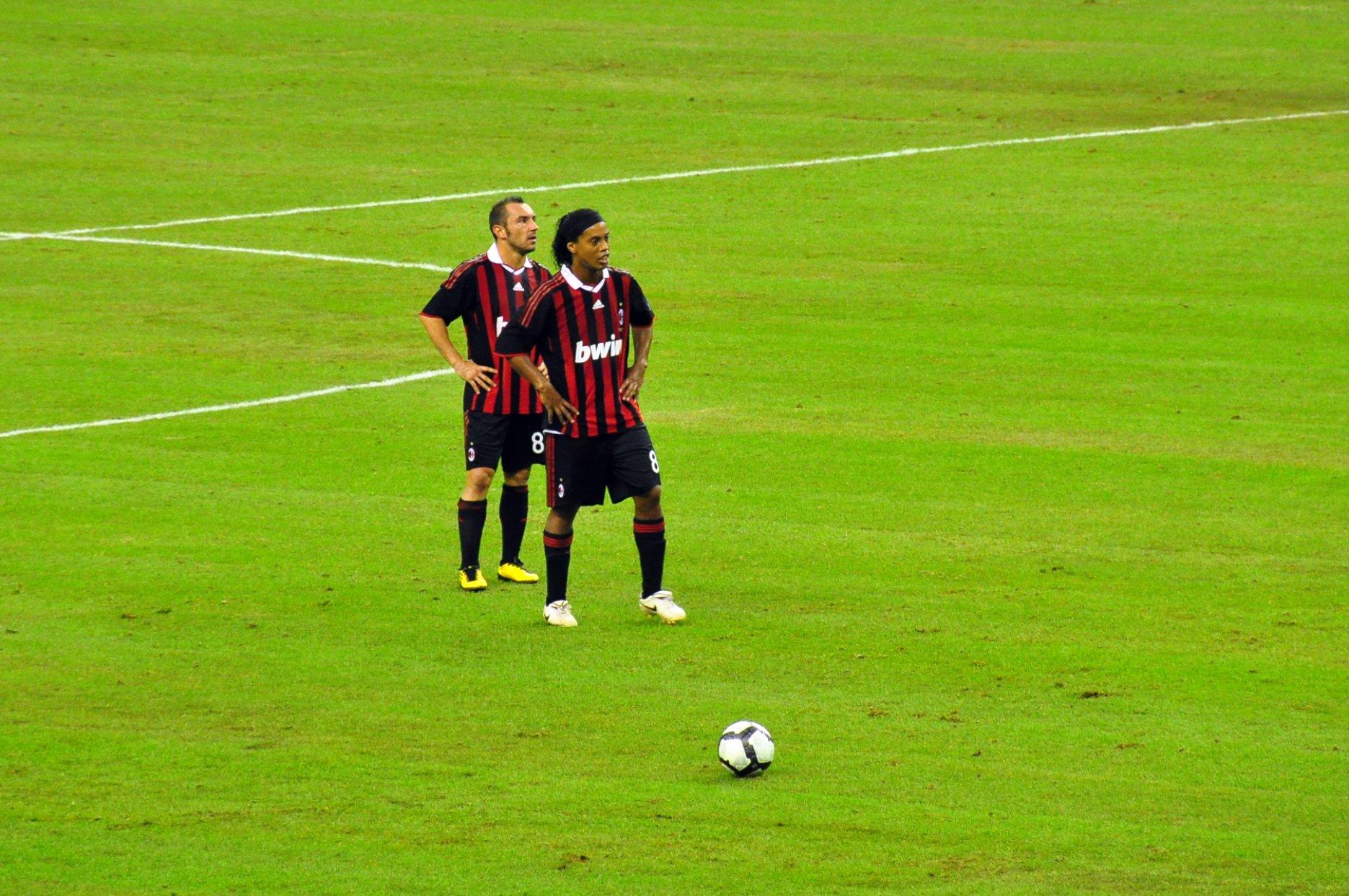 Ronaldinho Free Kick Wallpaper Hình Nền