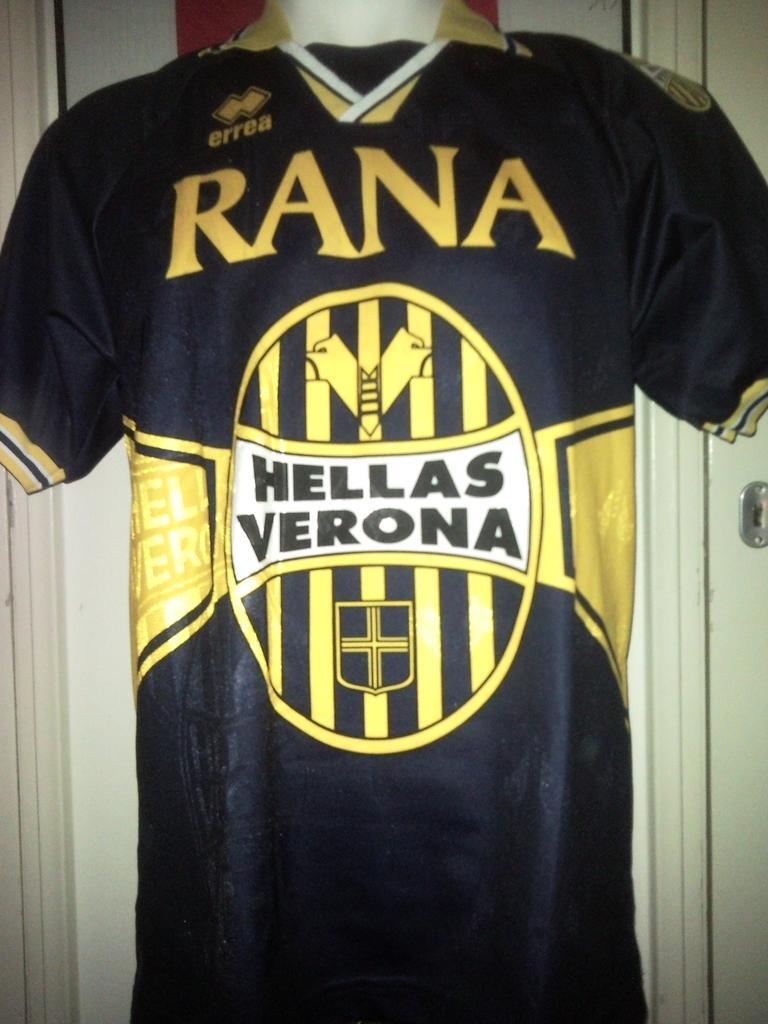 Chùm ảnh: Hellas Verona jersey (1)