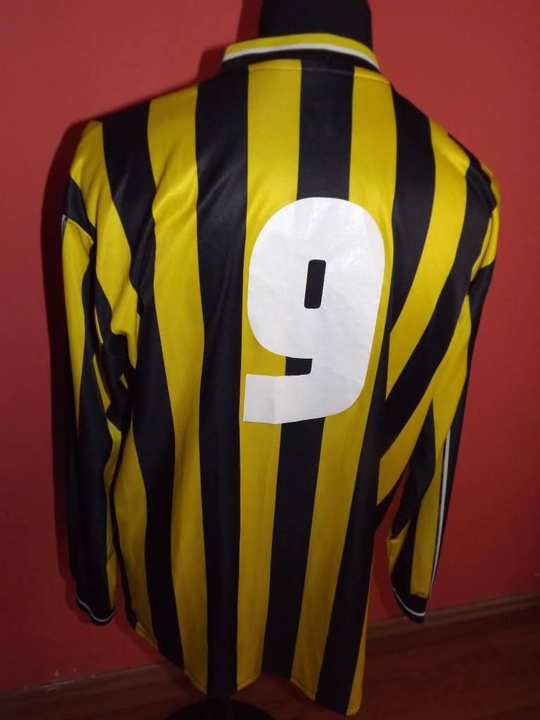 Chùm ảnh: Genk jersey (44)